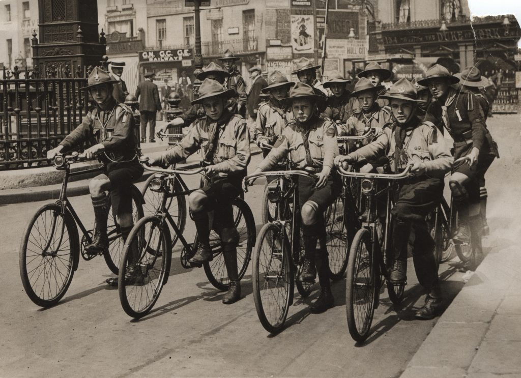 Scouts; cyclists; First World War; Scout messengers;